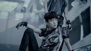 Yoo Young Jae dans le clip de Badman