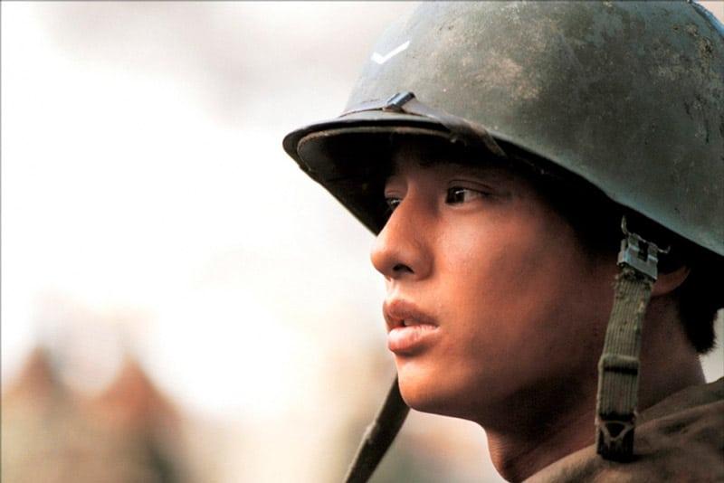 Won Bin dans le film de guerre Frères de Sang (Taegukgi)