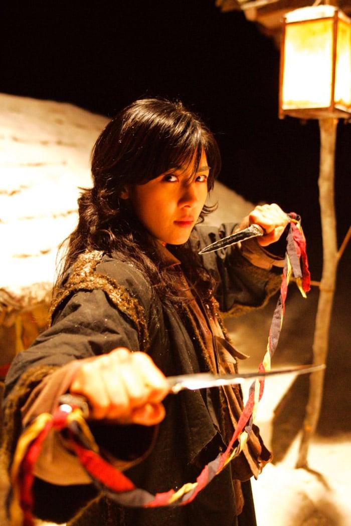 Ha Ji-Won dans une scène de combat dans Duelist