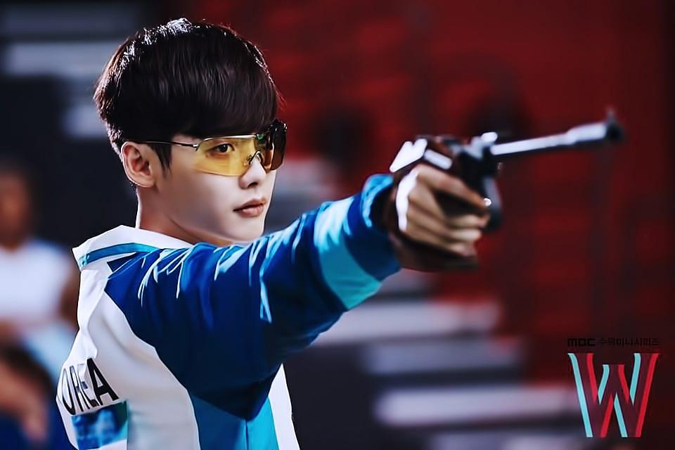 Lee Jong-Suk dans W: Two Worlds Apart