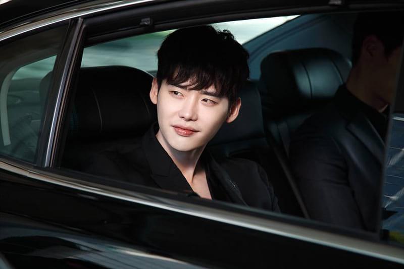 Lee Jong Suk interprète Kang Chul (W: Two Worlds Apart)