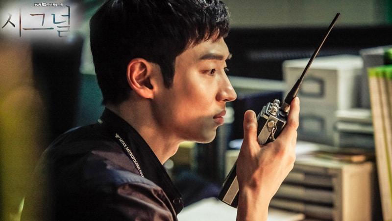Lee Je Hoon dans la série Signal