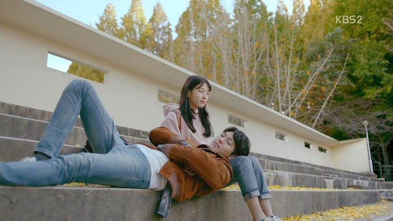 Suzy et Kim Woo Bin dans le drama Uncontrollably Fond