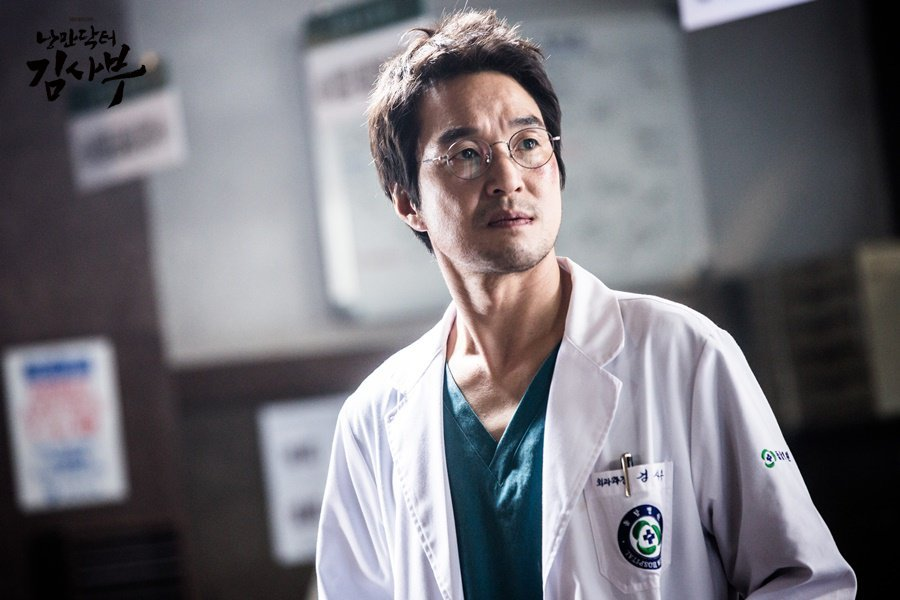 Han Suk Gyu est Kim Sabu dans Romantic Doctor, Teacher Kim (SBS)