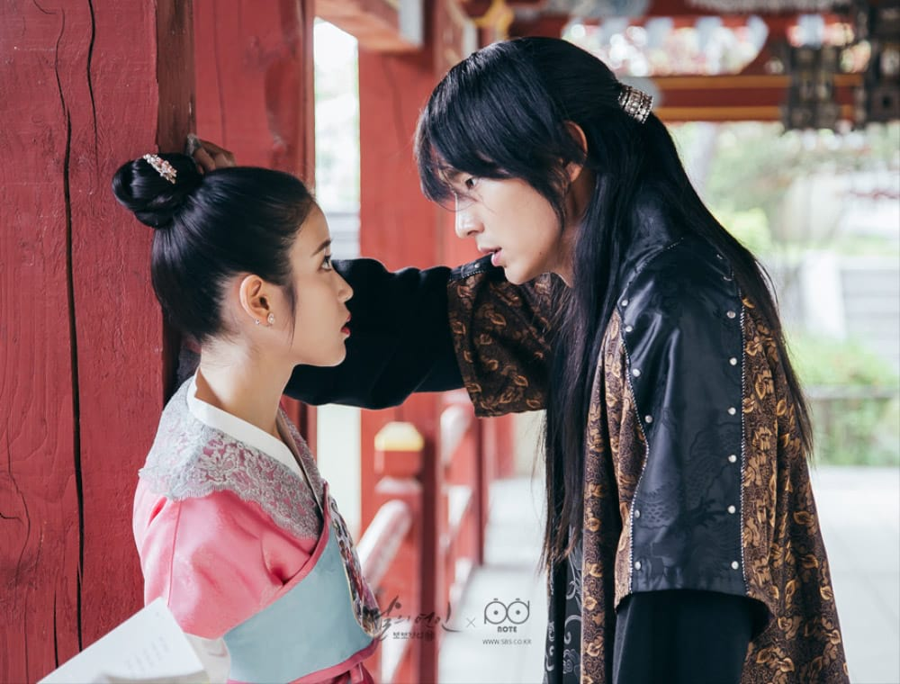 IU et Lee Jun Ki dans Moon Lovers: Scarlet eart Ryeo