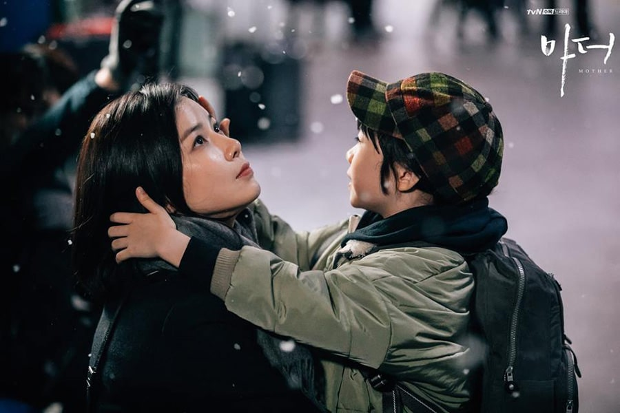 Lee Bo Young et Heo Yool dans Mother