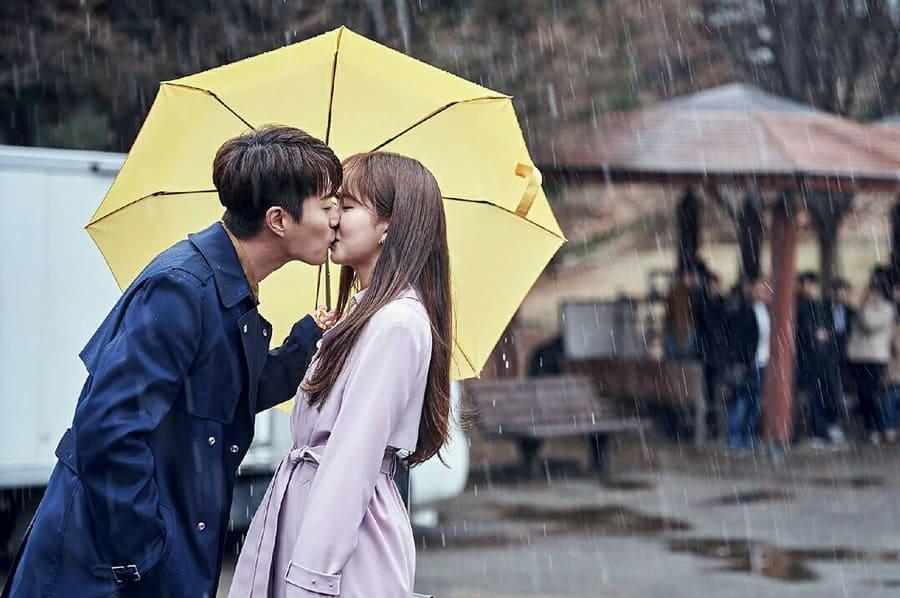 Yoon Doo Joon et Kim So Hyun dans Radio Romance