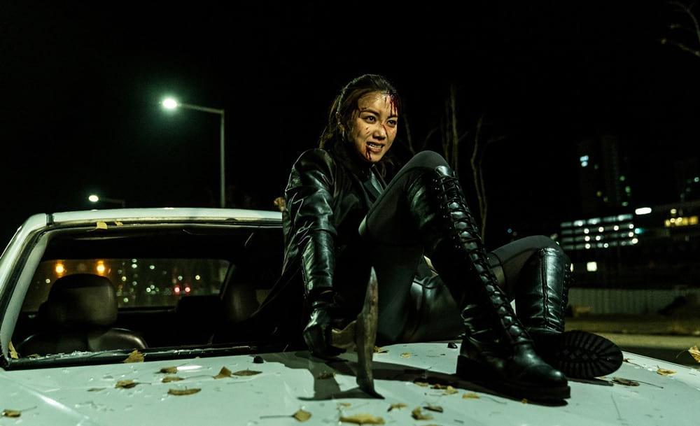 Kim Ok Vin dans une scène d'action de The Villainess