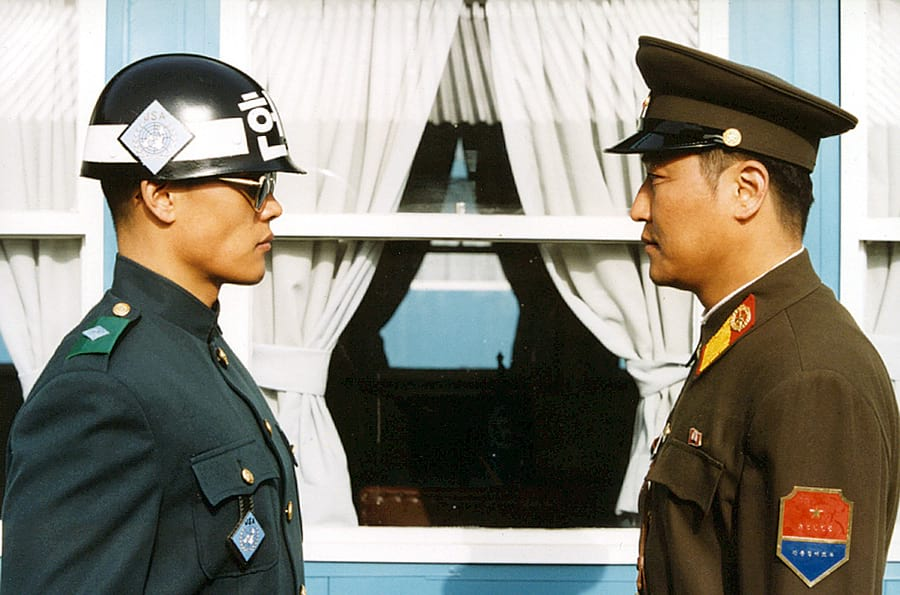 Lee Byung-Hun et Song Kang-Ho face-à-face dans JSA (Joint Security Area)