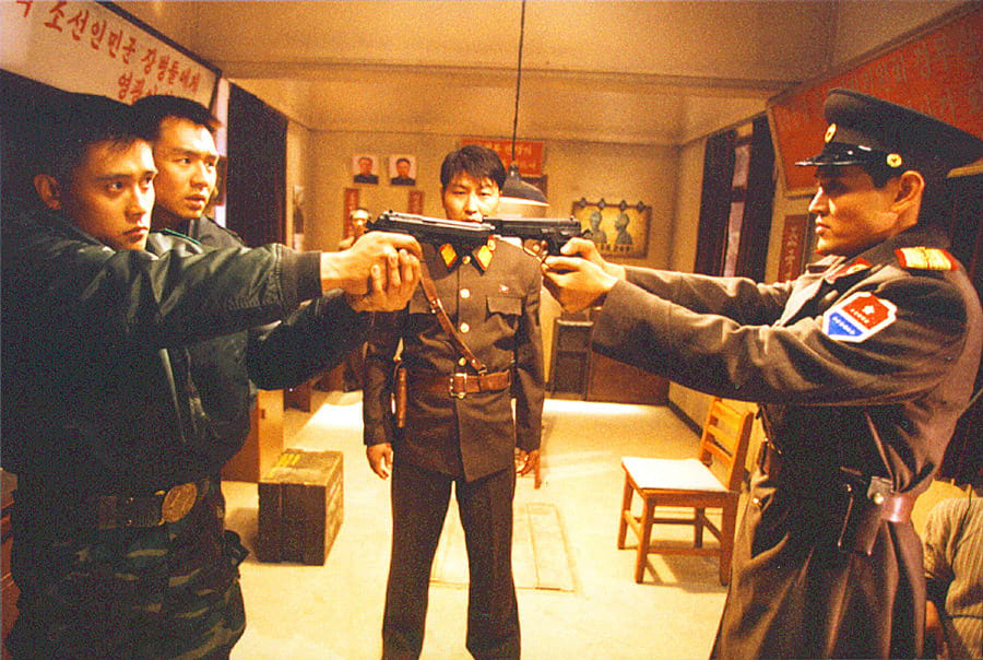 Des soldats de Corée du Nord et de Corée du Sud dans le film Joint Security Area