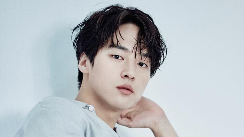 Yang Se Jong pose pour Esquire en 2018