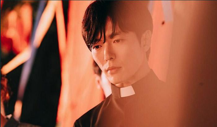 Kim Jae Wook, prêtre dans Hand: The Guest
