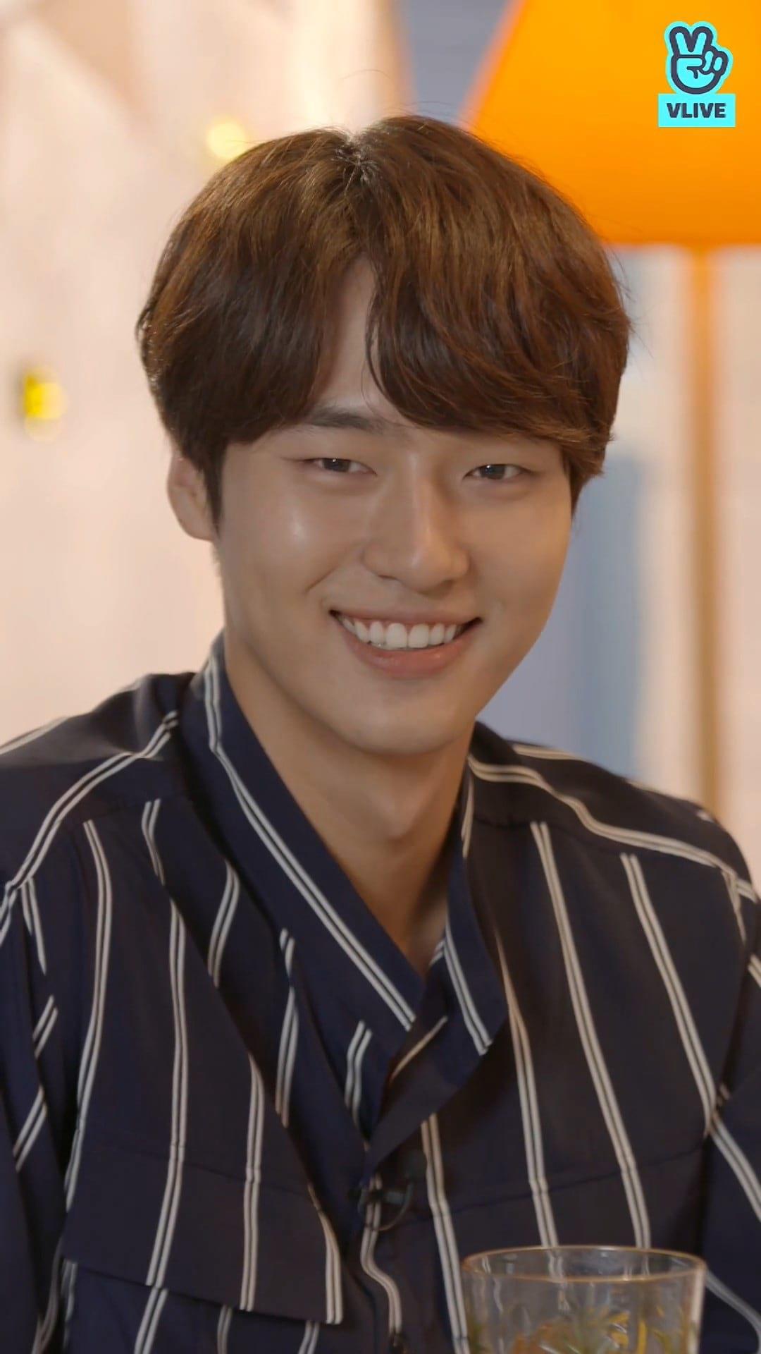 Yang Sejong ; promo V-Live de Still 17