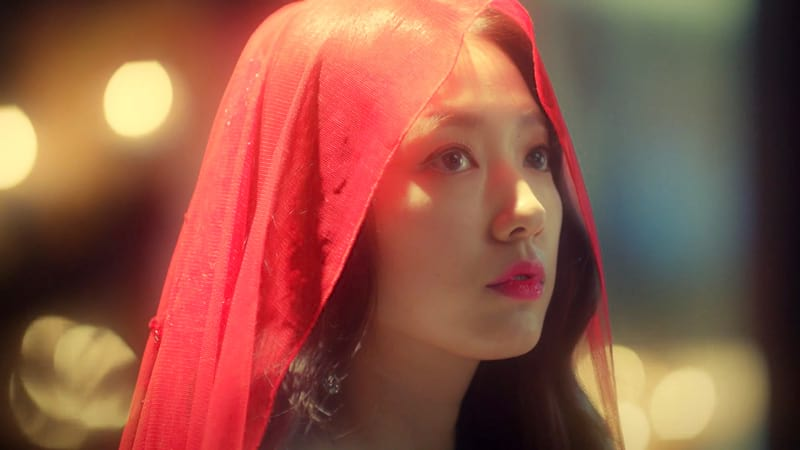 L'actrice Park Shin Hye dans le drama MEMORIES OF THE ALHAMBRA