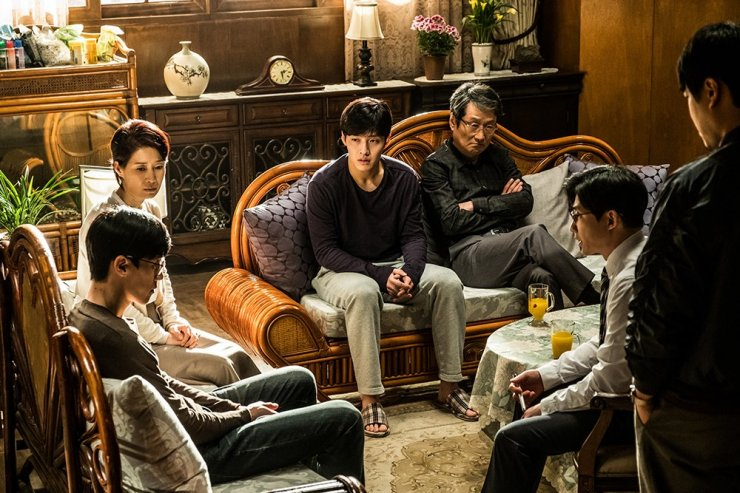 Scène de famille dans le film Forgotten