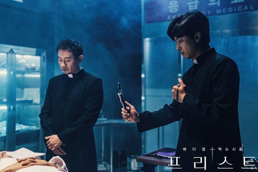 Une scène d'exorcisme dans la série coréenne PRIEST