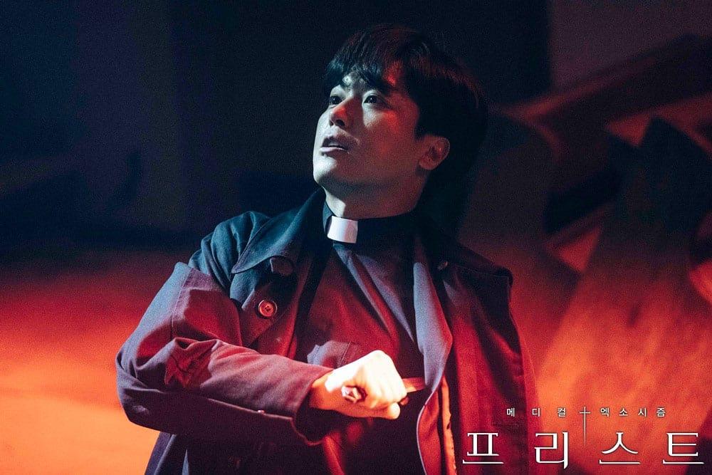 Yeon Woo Jin en situation de crise dans PRIEST