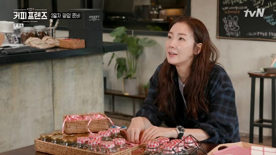 L'actrice coréenne Choi Ji Woo dans Coffee Friends