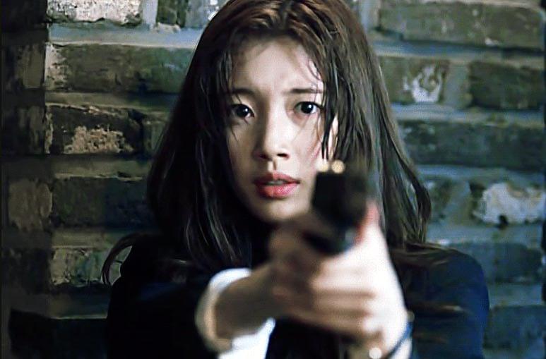Suzy Bae dans la série coréenne Vagabond (Netflix)