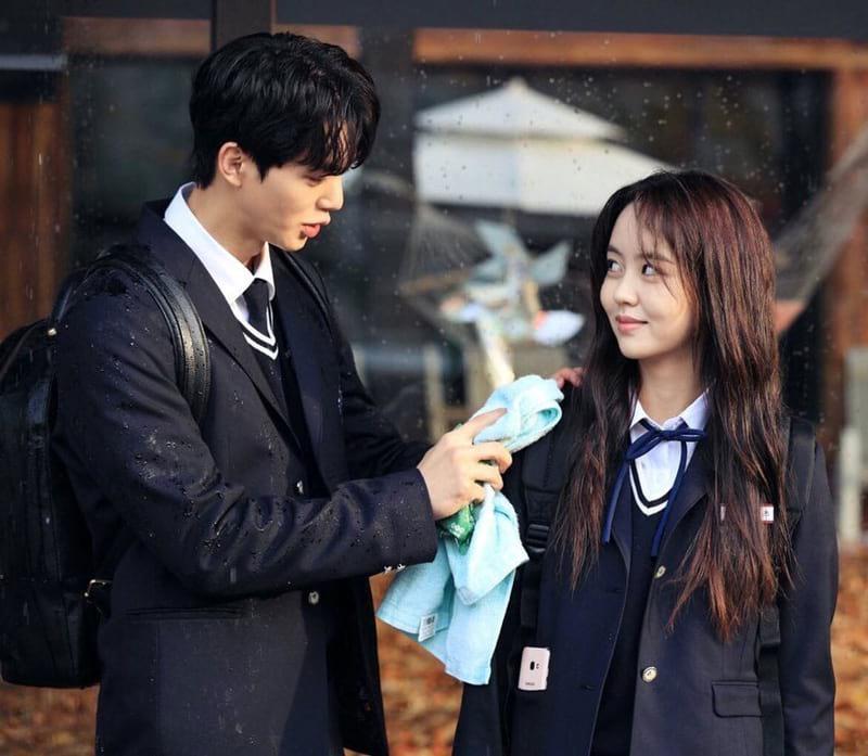 Song Kang et Kim So Hyun dans Love Alarm