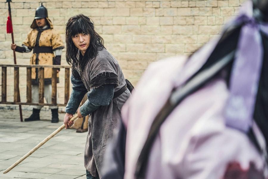 Seo Hwi (Yang Sejon) se prépare au combat