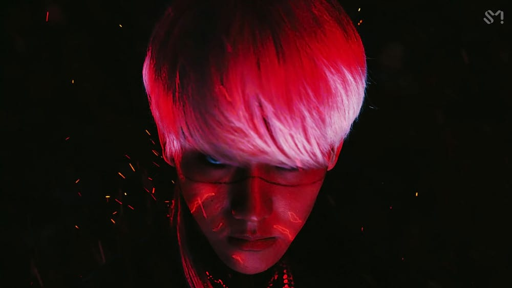 Le chanteur coréen Baekhyun dans le clip d'Obsession d'EXO