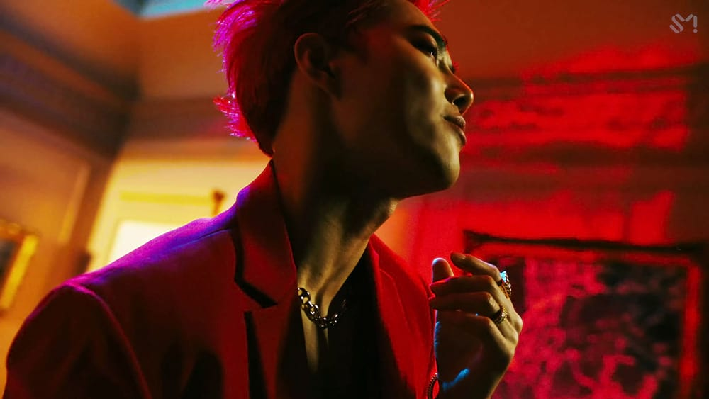 Suho shows his neck in Obsession MV