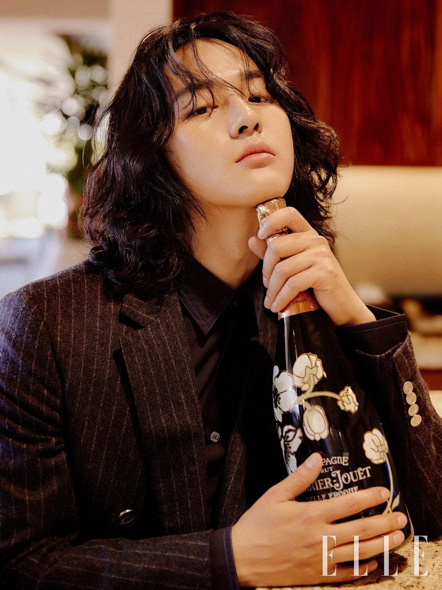 Yang Se Jong : cheveux longs et champagne