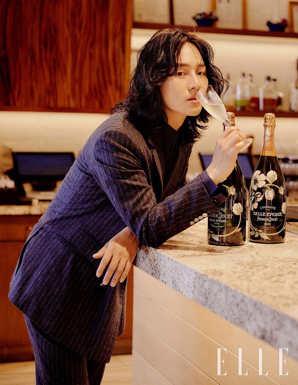 Yang Se Jong immortalise ses longs cheveux dans un photoshoot