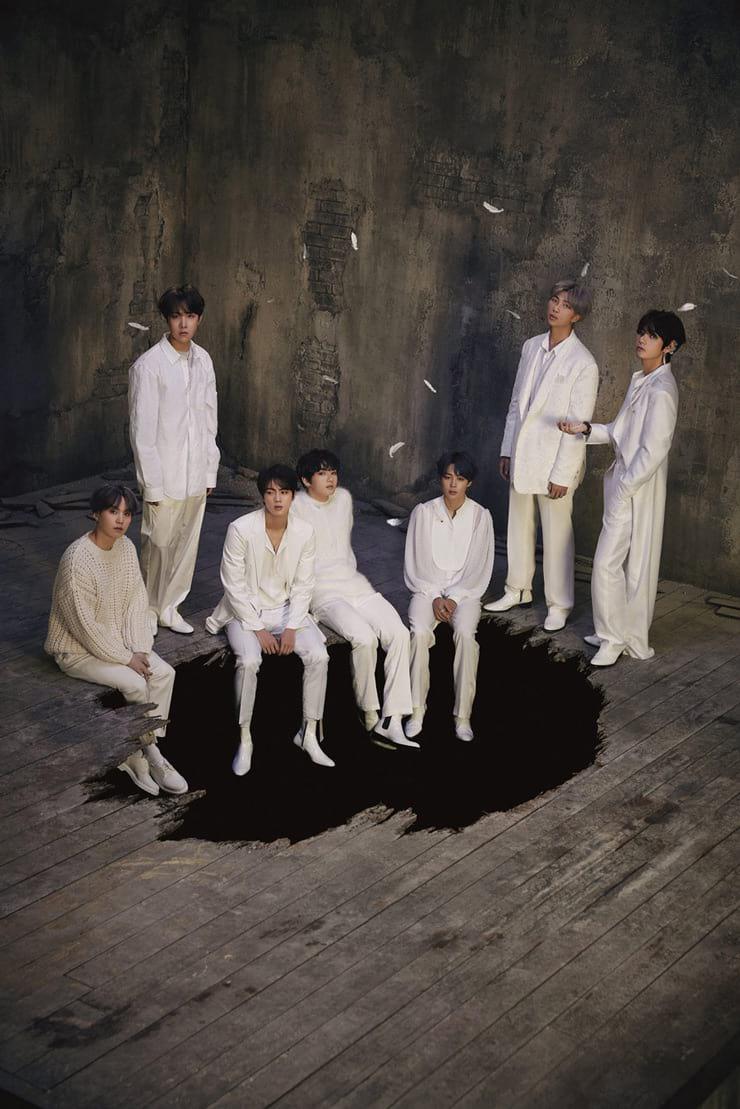 Les BTS habillés en blanc dans Map of the Soul 7