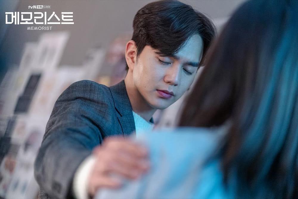 Dong Baek voit les souvenirs des gens