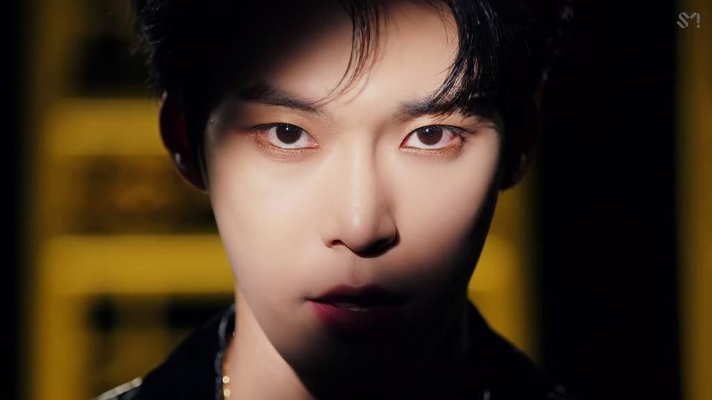 Doyoung (Kick It)