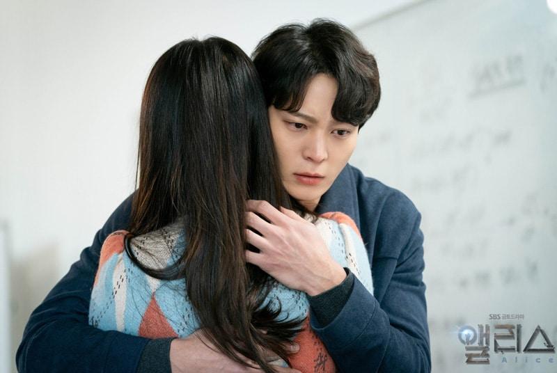 Kim Hee Sun et Joo Won dans Alice (SBS)