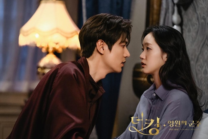 Lee Min Ho et Kim Go Eun dans The King: Eternal Monarch (SBS)